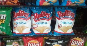 potato chips, lays chips, chips ruffles, lays, rufles